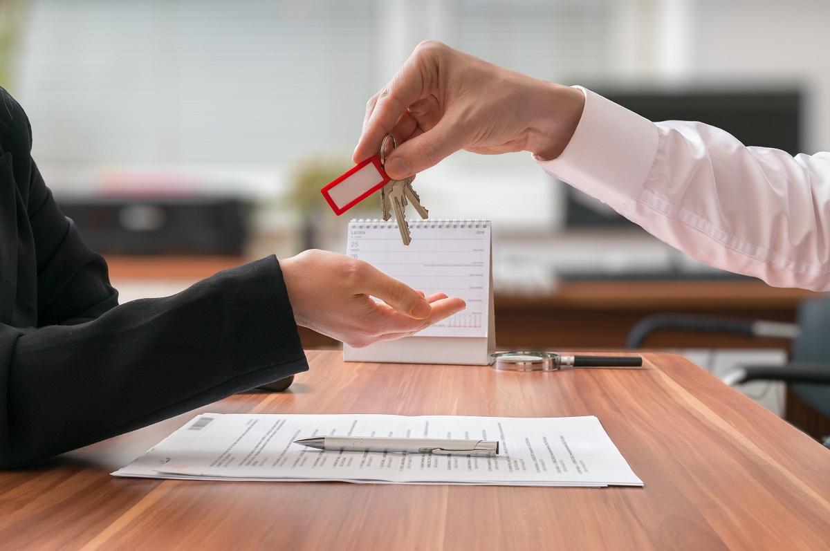 Kupno nieruchomości za pośrednictwem agencji nieruchomości.