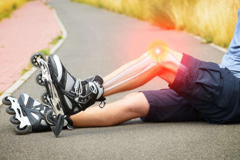 jezdzacy na rolkach doznal urazu kolana